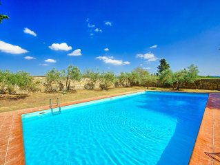 Beautiful house with pool and garden perfectly located in the heart of Chianti