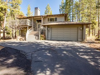 Reverse Living With 3 Master Suites, Ping Pong & Foosball Tables - Mt Rose 2