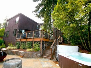 'Summerwood' Sun,quiet,Stunning,Hot Tub,Decks, Near Wineries!