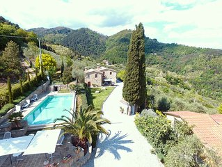 Tenuta with pool for large family or friends on the hill with view