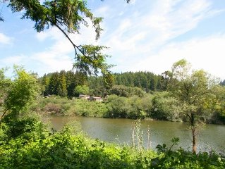 'Moon River' River Views!HotTub,Deck,Walk to River!Wineries!