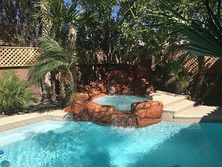Private and quiet / 8 Minutes drive from Strip / Heated Pool and Spa/ WiFi