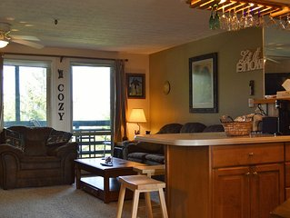 *Cozy Chalet* Mtn Crest Steps-to-Ski/Ride! TV/DVD WIFI W/D Park/Unload at Condo
