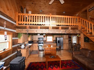 Come check out this beautiful, spacious, luxurious cabin. Amazing views, WiFi!!