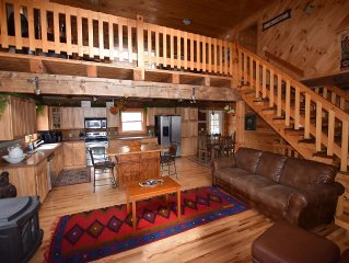 Only 1 mile away from skiing, Kids ski free, Hot Tub, Wi Fi, Secluded lodge