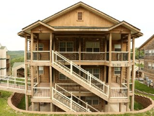 Condo with Pool   Hot Tub   Free WiFi  Walk-in   2.2 miles from Silver Dollar Ci