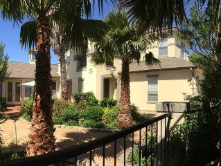 Luxury home, perfect couples getaway or family vacation. Gated, private yard