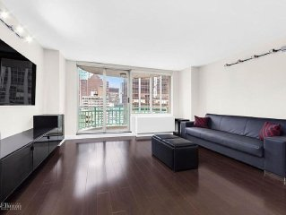 MIDTOWN EAST APARTMENT ON HIGH FLOOR WITH BALCONY, 24HR DOORMEN, 5 STAR REVIEWS.