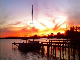 Santee Lake Marion Lakefront! Sandy Beach, Boat Ramp, Sleeps 19, Wi-Fi, Cable