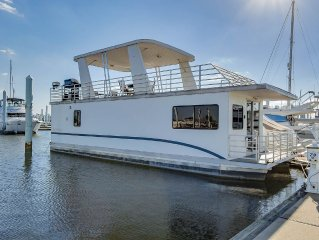 Spacious Houseboat in Downtown Baltimore