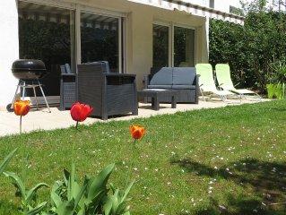 Maison dans Annecy, au calme, avec terrasse et jardin, 5 min a pied du lac