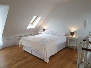 Beautifully  appointed and equipped 2 bedroom penthouse in central Brighton