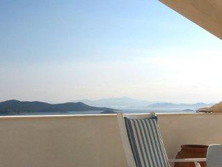 Villa mit Meerblick, sehr grosse Terrasse, 90 min vom Flughafen Athen, Strandnahe