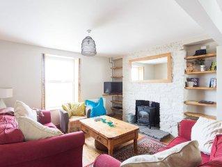 Beautiful house, woodburner & garden, local pubs, restaurants & stunning beaches
