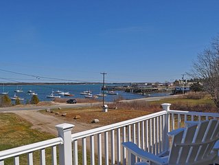Beautiful cottage with a stunning view of the ocean! Lobster Cottage