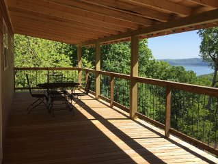 Lake View, newly renovated home with amazing deck! Beaver Lake Villas by Starkey