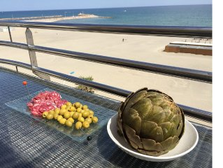 Topfloor Luxury Beach Apartment,  180 degrees Seafront terrace, 2 balconies!
