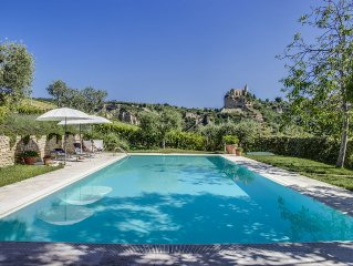 Luxury spacious apartment, large private pool, terrace, peaceful country views
