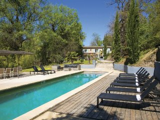 Wonderful Provençal typical farmhouse, Large pool, in nature, quiet, peace.
