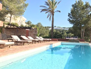 7 bedrooms, ensuite bathrooms with infinity pool - best views of Ibiza