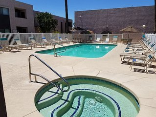 Such a Deal! Year round heated Pool & Hot Tub, 2 Bedrooms, 2 Baths Chandler