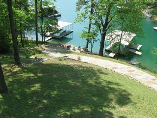 'Perfect Daze' 3200sqf Lakefront 5 Bed/3.5 Bath **Still have weeks in August**