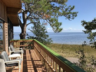 Gulf Waterfront Home, Unique,Relaxing,30min  from Tallahasse