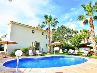 Beautiful 4 Bedroom Villa In The Heart Of Coral Bay - Car Not Necessary.