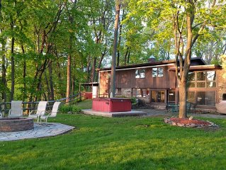 Quiet Lakeview, Unique, Paved Road. Hot Tub 3+BR Air Cond 3 Full Bath, Sleeps 8+