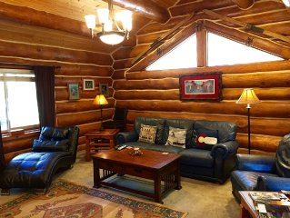 Log Home, Tucked Up Against Red Mountain, Walk to town and Pool! JUNE SPECIAL!