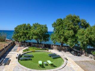 Plage à 5 mètres du jardin,incroyable vue sur mer,commodités,calme,8-10 personne