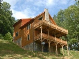 Upscale Pet Friendly Cabin w/Views, Pool Table and convenient to Boone