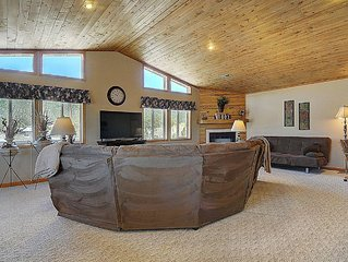 Beautiful Spacious Home-views decks electric fireplace fire pit 'can' sleep 8-10