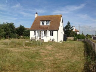 Greycot -  a cottage that sleeps 6 guests  in 3 bedrooms