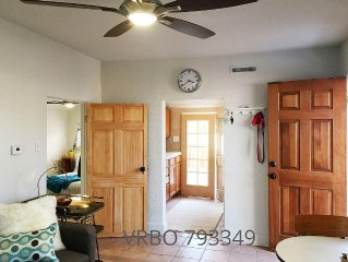 Private Mid Mod Cottage, pet friendly, near city center, parks, hospitals
