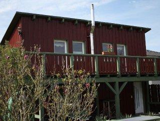 Zweistockiges Ferienhaus mit Balkon in wald-und seenreicher Umgebung