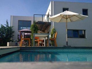 Villa contemporaine 240 m2 au calme - piscine chauffee