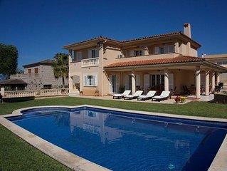 Quiet Villa with swimming pool
