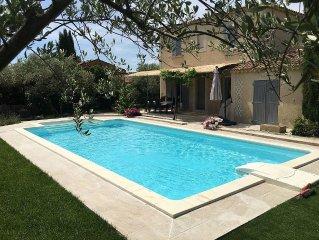 A seulement 6 kms de St Remy de Provence, charmante villa provencale pour 6 Pers