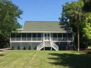 CLASSIC HOME IN SULLIVAN'S BEST LOCATION!!  PET FRIENDLY! ACROSS FROM THE OCEAN!