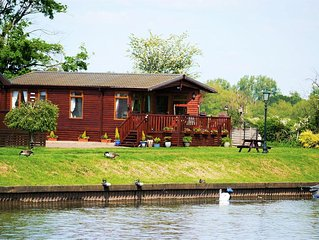 Riverside Wooden Lodge, Stratford-upon-Avon
