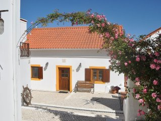 Stylish farmhouse with fabulous sun room in 4 acre valley only 7km from Obidos
