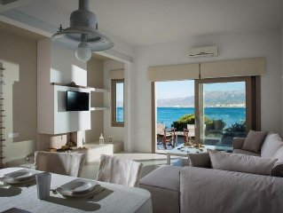 Private peaceful sea front house with spectacular view