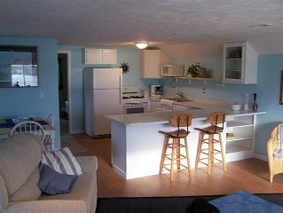 Traverse City, Silver Lake, Private Sandy Beach Front Guest Apartment