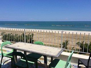 Appartamento in riva al mare. Spiaggia adatta ai bambini, servizi, nuovo.