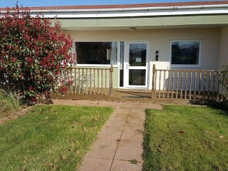 'ATARDECER' - Modern two-bedroomed chalet located on Rainbows End Park, Bacton.
