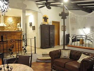 Wine lovers romantic rural  barn 7 km from Obidos complete with wine press!