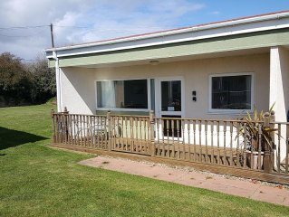 'AMANECER' - Modern two-bedroomed chalet located on Rainbows End Park, Bacton.