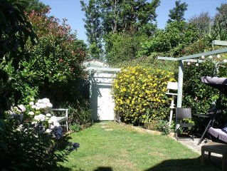 Smuggler's Cottage Beach Home .Parking ,garden, super fast wifi, Sky, Netflix
