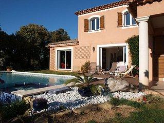 villa sur terrain en restanque arbore  avec belle piscine / spa, a 1km de la mer
